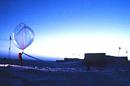 Un ballon-sonde, un des outils récents utilisés pour collecter des données environnementales.